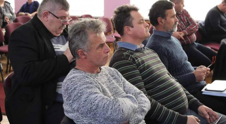 A KMKSZ-frakció több tagja. Balról a negyedik Gál István