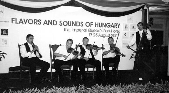 A Galga zenekar a bangkoki The Imperial Queen's Park Hotelben