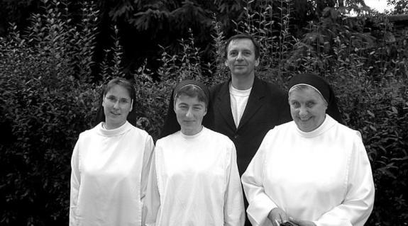 Domonkos atya és a nővérek