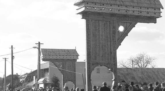 A Kis- és Nagyszelmenc együvé tartozását jelképező emlékmű avatása 2003-ban