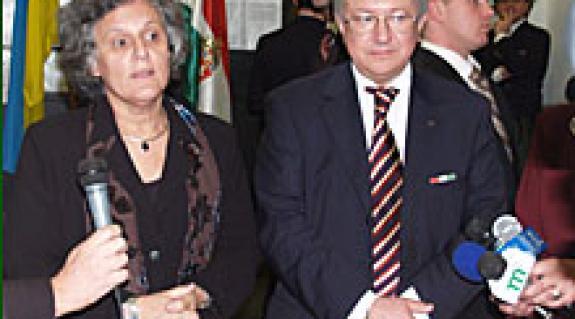 Göncz Kinga magyar és Borisz Taraszjuk ukrán külügyminiszter