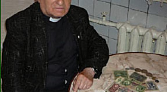 Hrabár Tamás egykor és ma, a régmúlt idők néhány relikviájával
