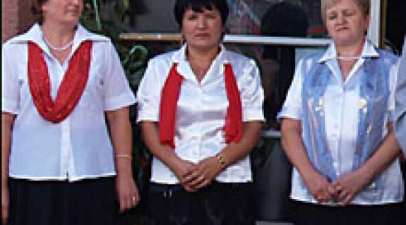 Roják Mária, Császlóc polgármestere középen