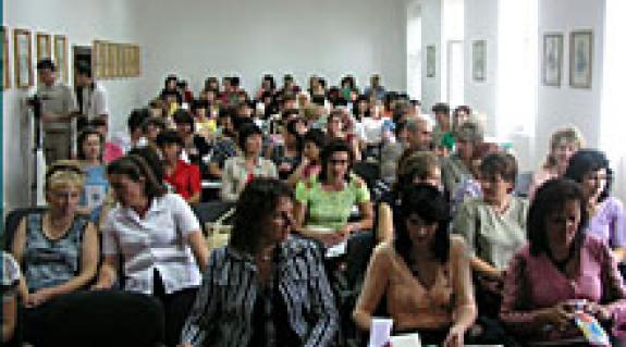 A továbbképzés résztvevői a programmal ismerkednek