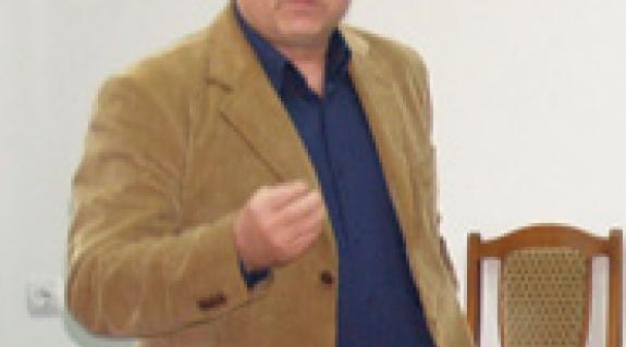 Varga Béla: Idén sem minden tárgyból fordítják le a tankönyveket