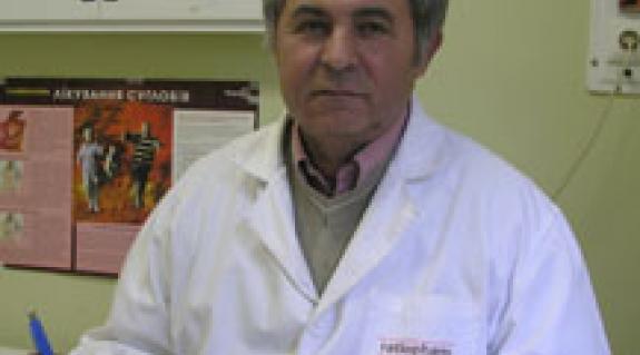 """Dr. Majorossy György, a Beregszászi Járási Kórház baleseti sebésze, a """"KMKSZ""""- UMP beregszászi városi képviselőjelöltje"""