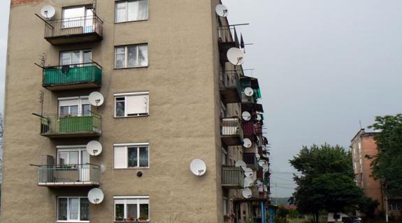 Ebből az épületből akarják kitelepíteni a lakókat – a szemben levőben viszont maradhatnak...