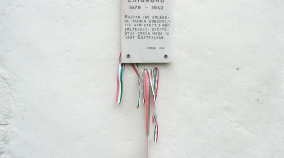 A Móricz Zsigmond-emléktábla