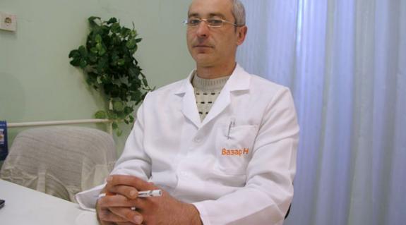 Dr. Duma Béla, a Beregszászi Járási Kórház fül-orr-gégésze