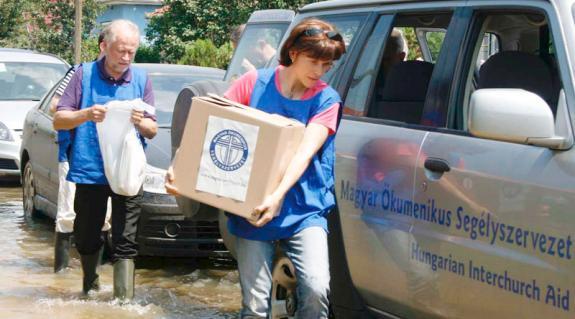 Lévai Anikó elsőként vett részt a kárpátaljai árvízkárosultak megsegítésében