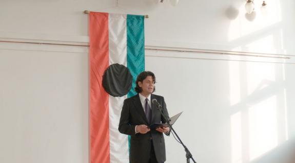 Dr. Deutsch Tamás európai parlamenti képviselő ünnepi beszédet mond