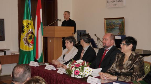 Majnek Antal megyéspüspök Isten áldását kéri az intézményre