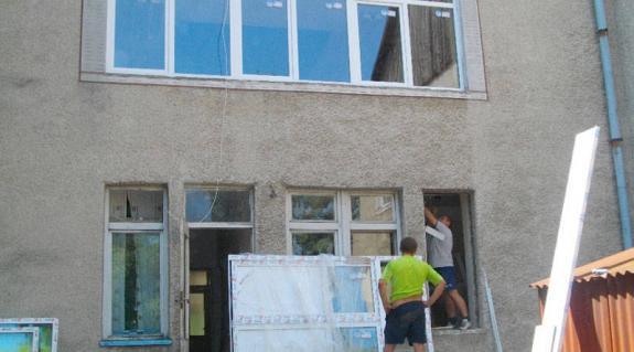 Cserélik a nagydobronyi óvoda ablakait
