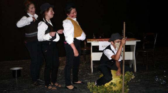 Színpadon a Gáti Középiskola színjátszó köre