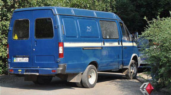 A megtámadott pénzszállító furgon (Forrás: prestupnosti.net)