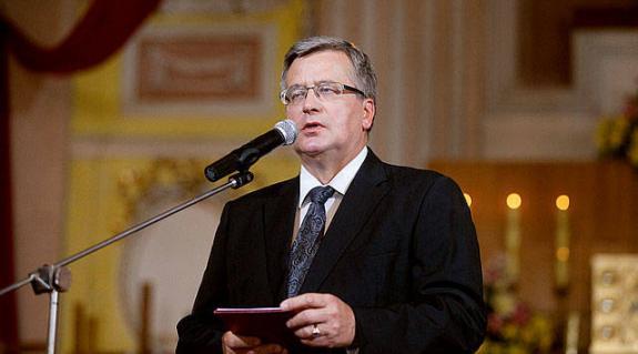 Tojással dobálták meg a lengyel elnököt Luckban