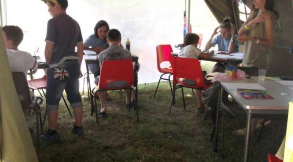 A fesztiválmissziós sátorban