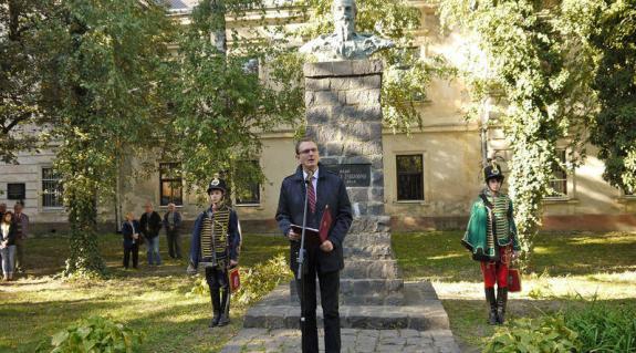Dr. Rétvári Bence, a magyar Közigazgatási és Igazságügyi Minisztérium parlamenti államtitkára tart ünnepi beszédet