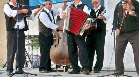 A vajdasági zenészek a császlóci színpadon