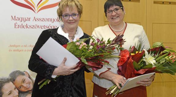 Siklósi Beatrix, az MTVA kulturális főtanácsadója és Orosz Ildikó, a II. Rákóczi Ferenc Kárpátaljai Magyar Főiskola elnöke (MTI Fotó: Kovács Tamás)