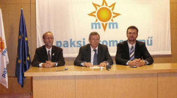 Máté Dénes, a közeli Gerjen polgármestere, Hamvas István vezérigazgató és Kovács Antal kommunikációs igazgató