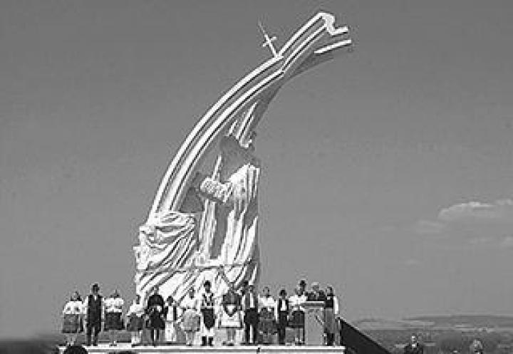 Az esztergomi István megkoronázása szoborkompozíció
