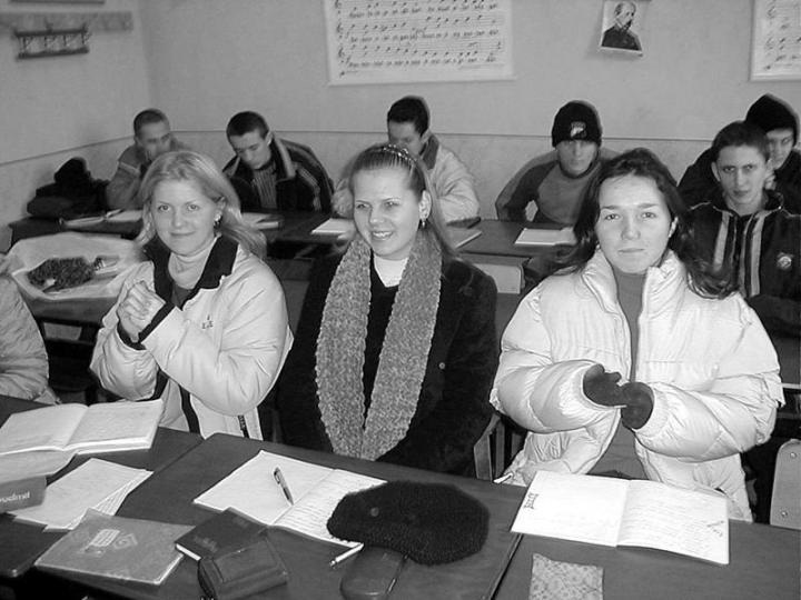 Didergő diákok a beregszászi magyar gimnáziumban