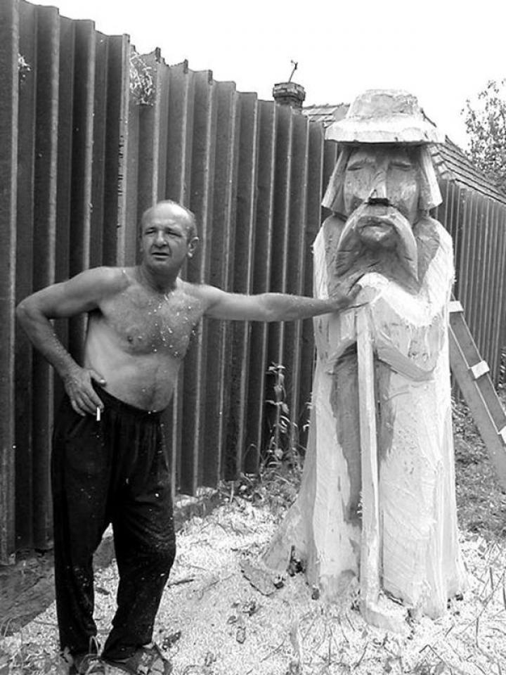 Andráskó János munka közben Beregszász határában
