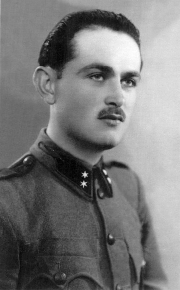 Ari László katonakorában és a sztálini lágerek áldozatainak emelt péterfalvai emlékmű avatásán