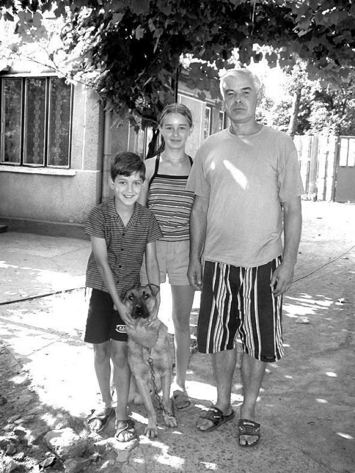 Kiss József és családja ma is gyakran hazalátogat Császlócra