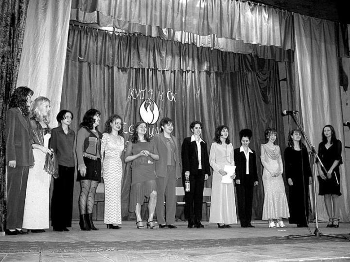 Gólyák a színpadon