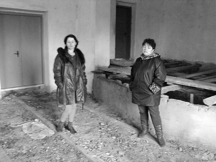 Sztemberszky Klára és Sütő Margit a megújulóban lévő klubban