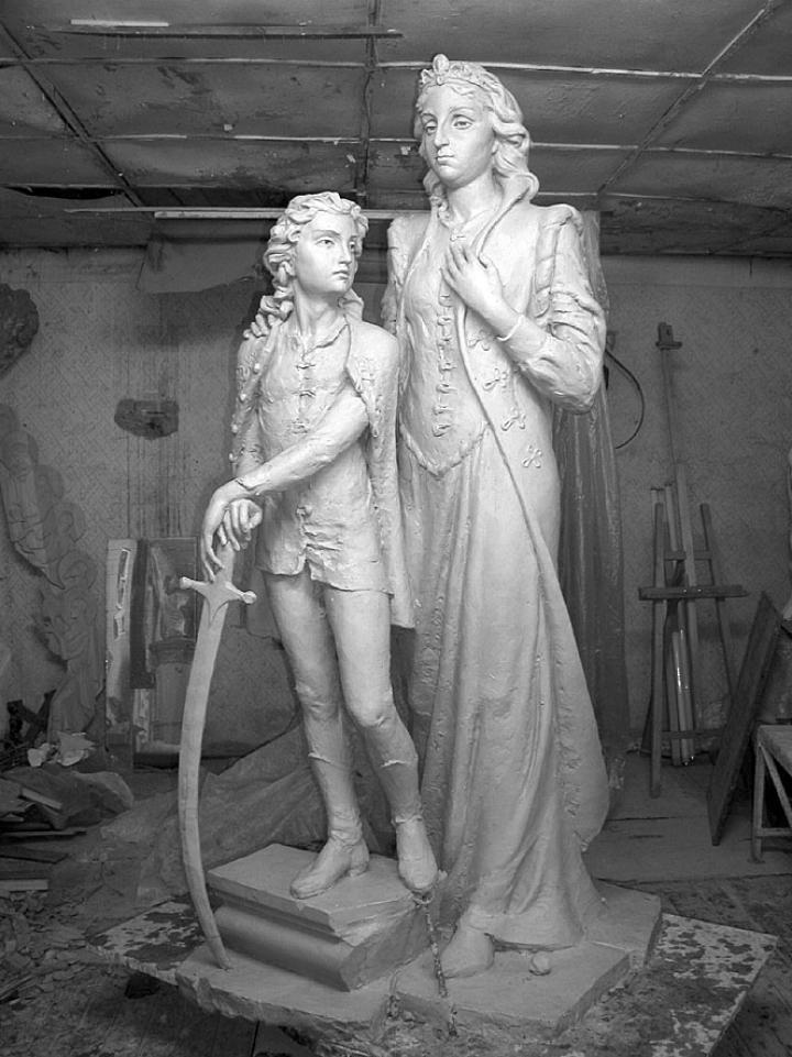 Zrínyi Ilona és a kis Rákóczi. Archív felvételünkön Matl Péter alkotásának még anyagból formázott változata látható