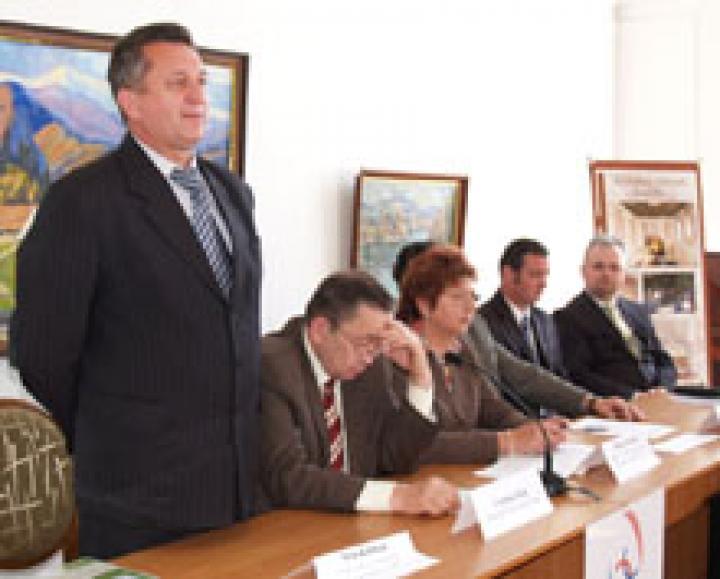Soós Kálmán köszönti a konferencia résztvevőit