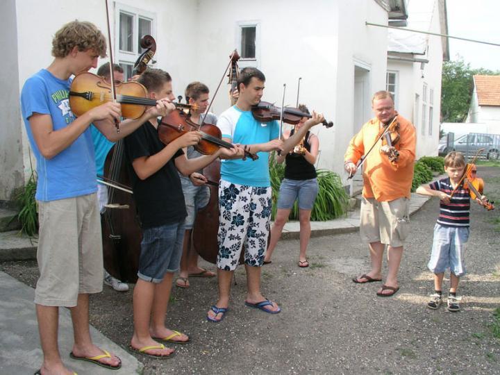 """Pál István """"Szalonna"""" és ifjú tanítványai"""