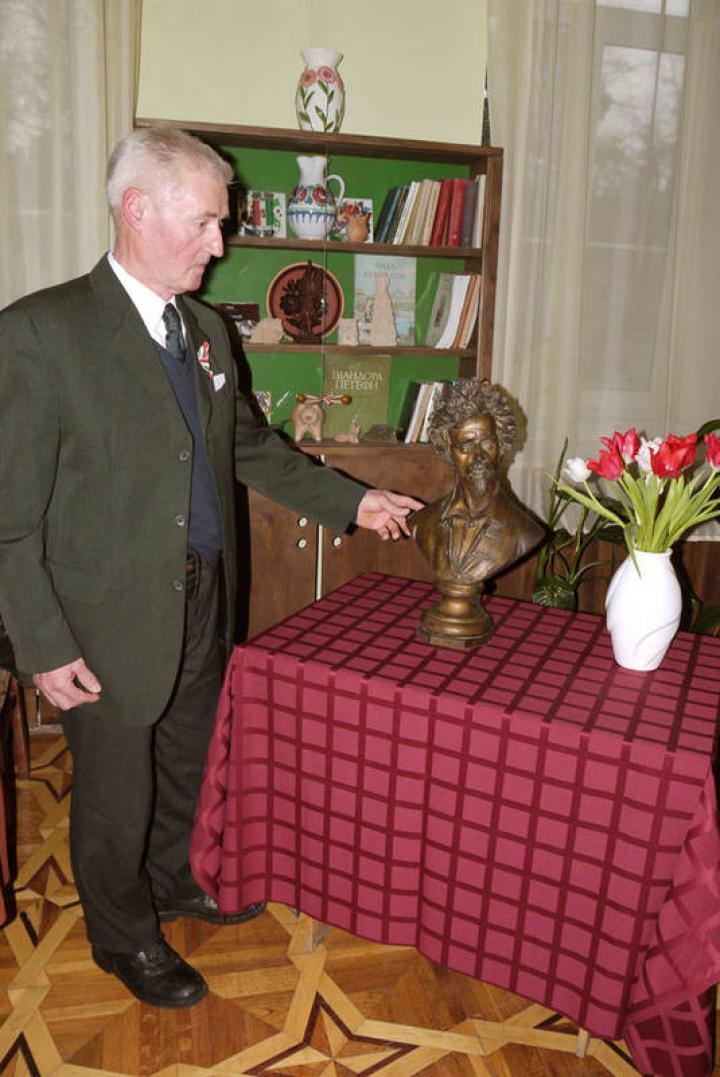 Lieber Ferenc adományozó a Petőfi-szoborral