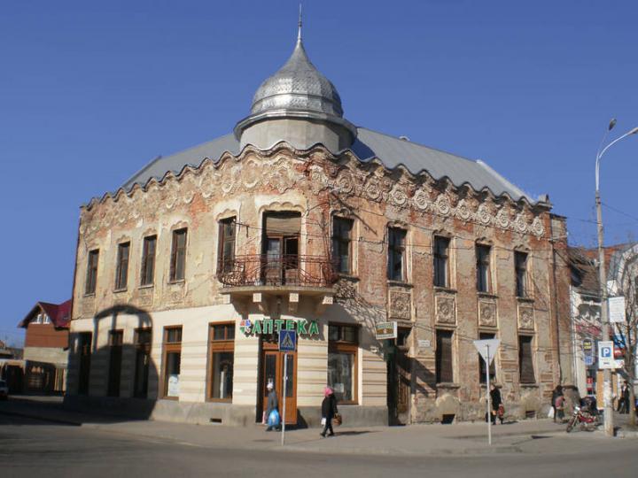 A leromlott állagú egykori Kubovits-palota