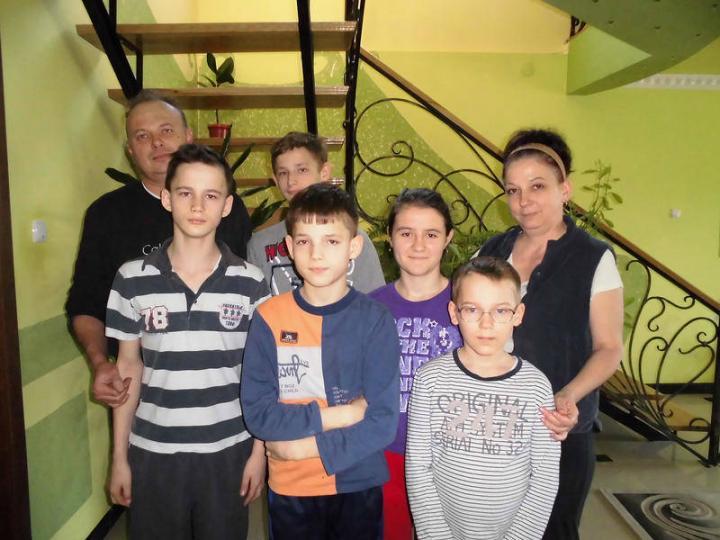 Füzesi Sándor és Olga néhány gyermekükkel