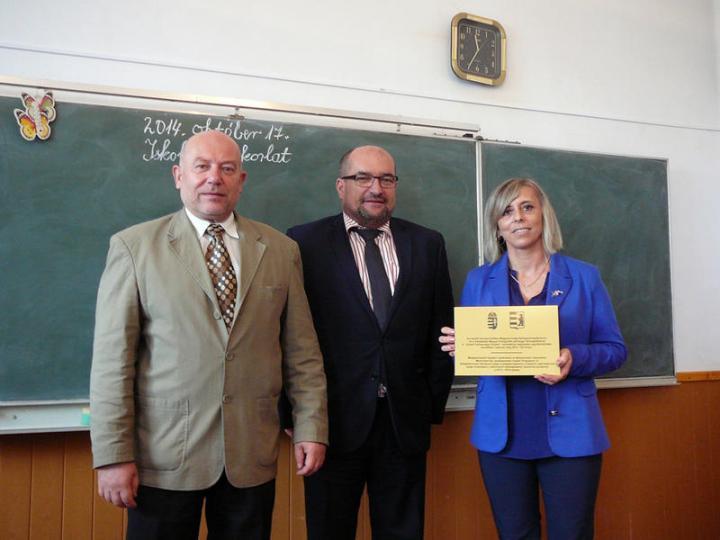 Dr. Nagy Ignác, dr. Brenzovics László és Roszpopa Katalin, a Gyulai Általános Iskola igazgatója