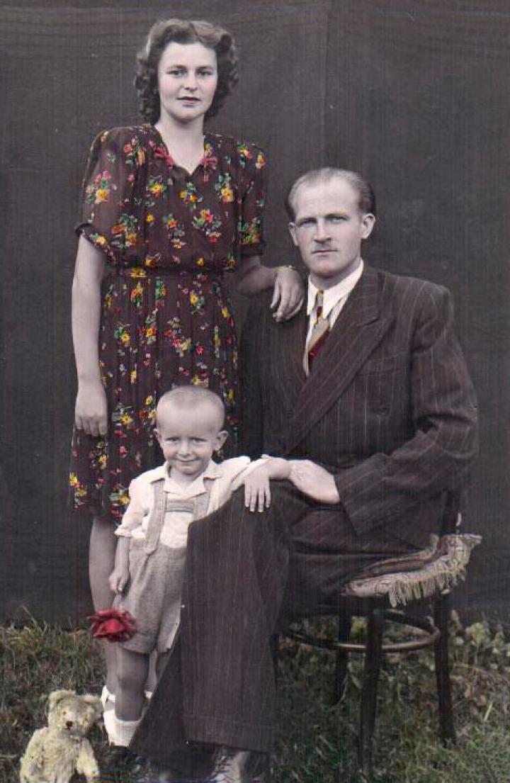 Családi kép – 1946