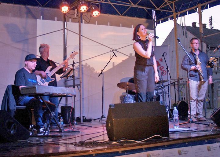 Malek Andrea és a Jazzrael a színpadon