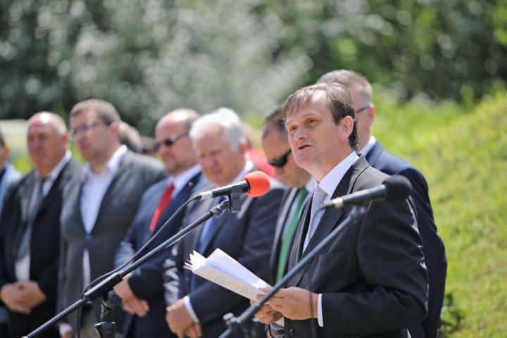 """Seszták Oszkár: """"Számunkra százötvenezer indoka van Ukrajna boldogulásának"""""""