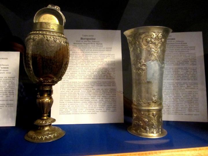 A beregszászi eklézsia ezüstözött kókuszdiókelyhe és ezüstkelyhe