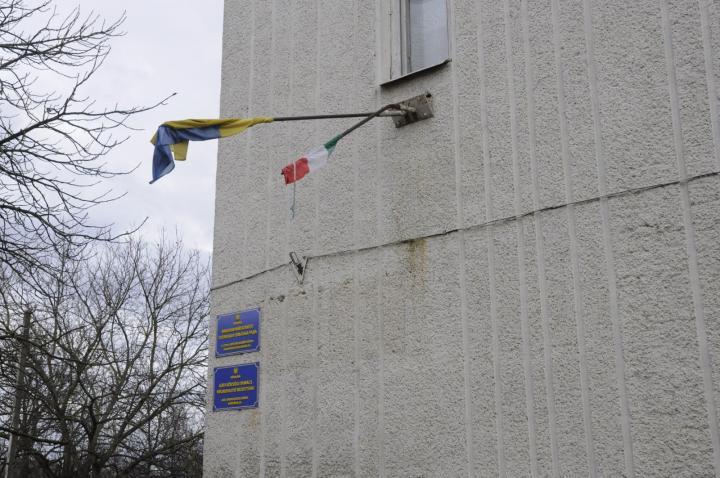 A gáti községházáról levágták a magyar zászlót