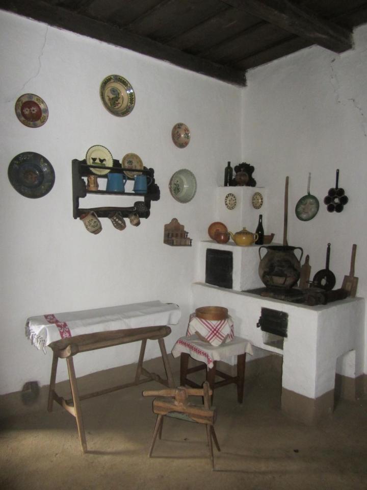 Biki József háza lakószobája