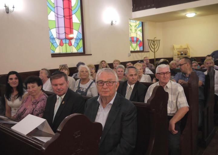 A II. Kárpátaljai Zsidó Napok ünnepélyes megnyitója a beregszászi Zrínyi utcai zsinagógában