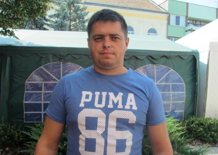 Huszár Péterrel, a Kárpátaljai Fiatal Magyar Vállalkozók Szövetségének elnökével, a KMKSZ beregszászi városi tanácsi képviselője