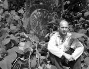 Az emlékmű öt éve elkészült faragványai a szobrász kertjében várják, hogy elfoglalhassák helyüket a hágón
