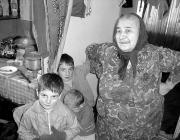 Újvári Mária dédunokáival