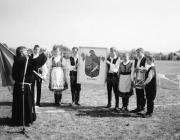 Bán Zsolt Jónás atya megszenteli a falu címerét